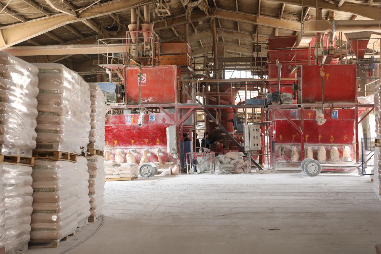 شركة كاني ساز جم (شركة خاصة) هي الشركة الأولى والوحيدة في ايران لتوليد البنتونيت الاسيدي الفعال (التربة المزيلة للألوان)